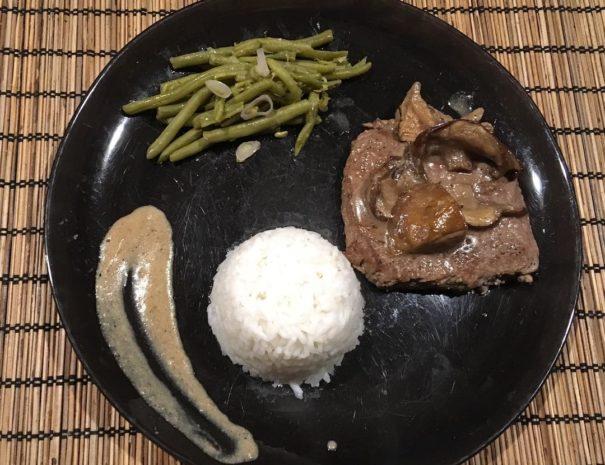 Viande bovine bio limousin, timballe de riz et haricots aux échalotes